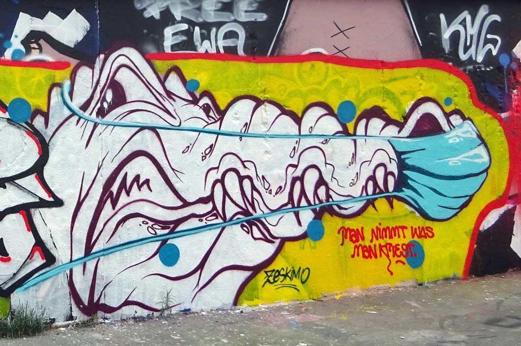Graffiti-Krokodil mit Mund-Nasen-Schutz