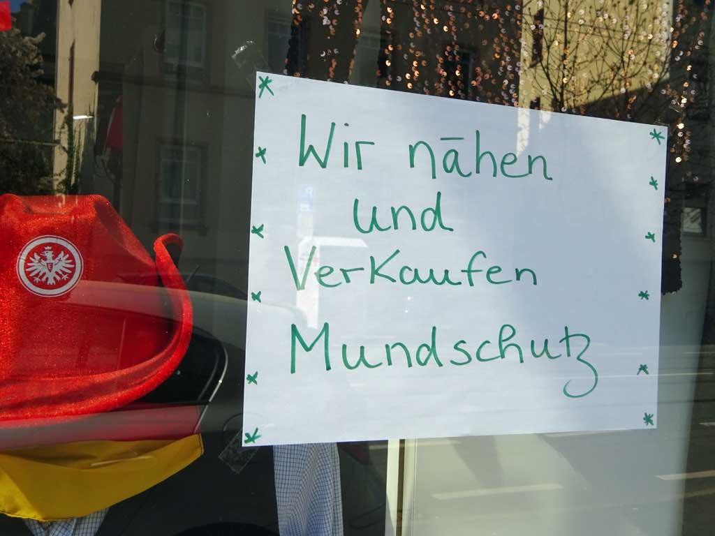 Corona-Krise in Frankfurt - Wir nähen und verkaufen Mundschutz
