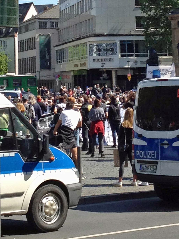 Gegen-Protest bei Corona-Hygienedemo in Frankfurt