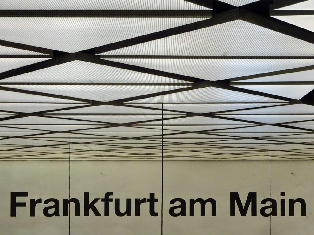 Decke der U-Bahn-Station Willy-Brandt-Platz in Frankfurt