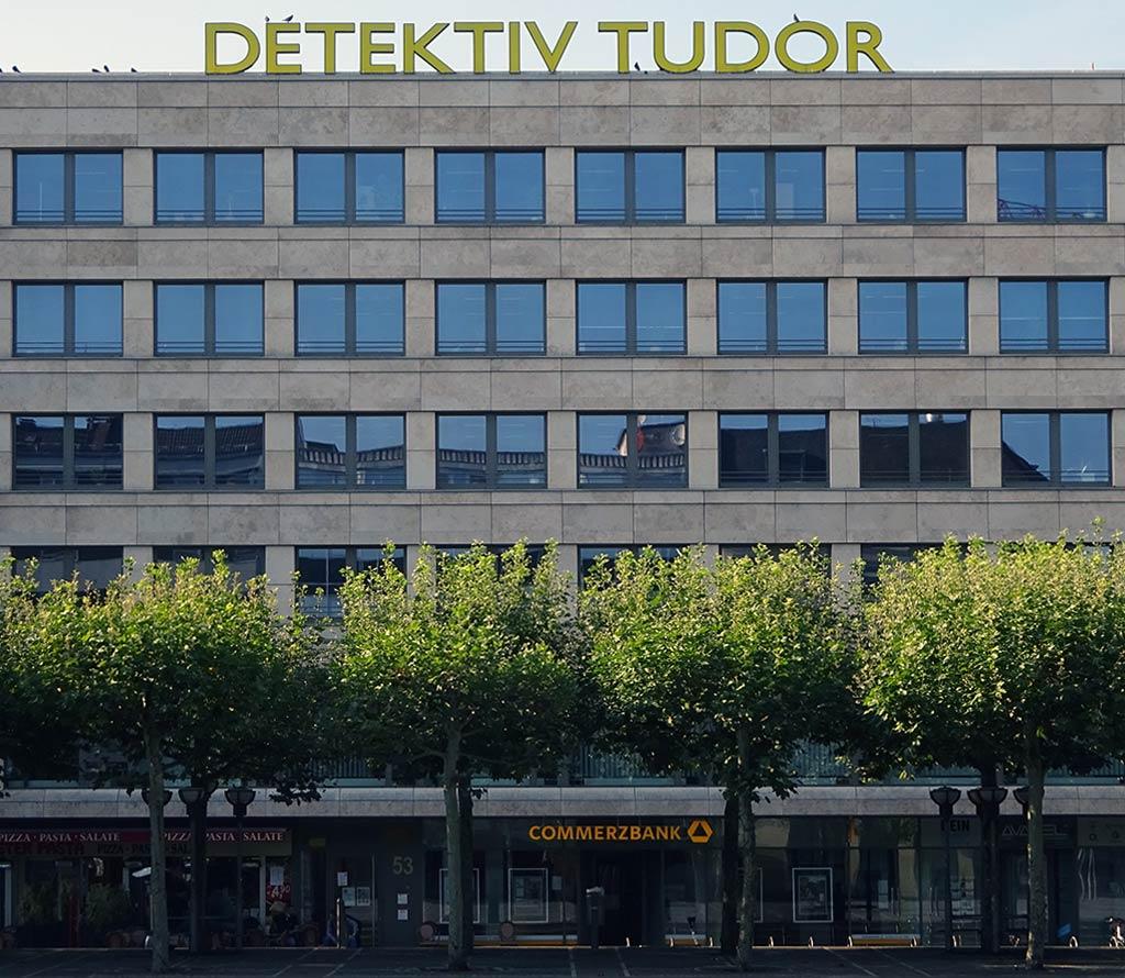Detektiv Tudor Werbung an der Konstablerwache