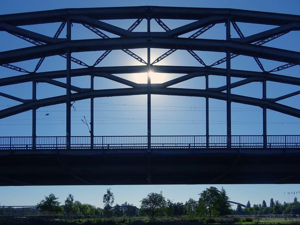 Deutschherrnbrücke am Hafenpark in Frankfurt am Main