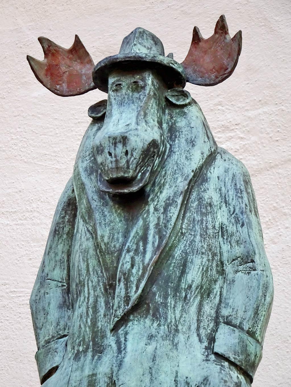Elch-Skulptur vor dem Caricatura Museum in Frankfurt