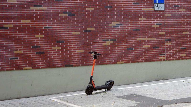 E-Scooter in Frankfurt auf dem Behindertenparkplatz