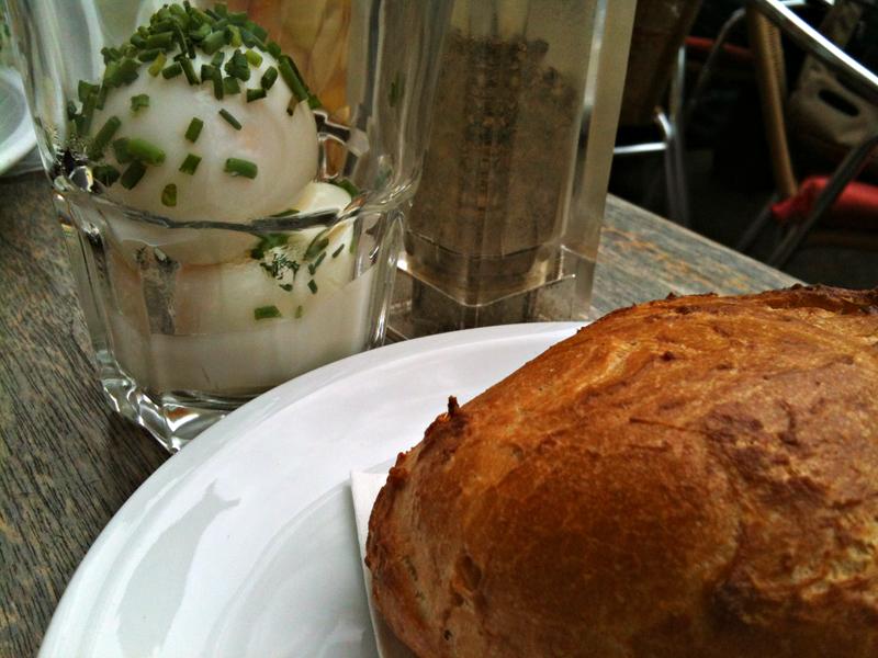 Eier im Glas beim Café Kante im Nordend Frankfurts