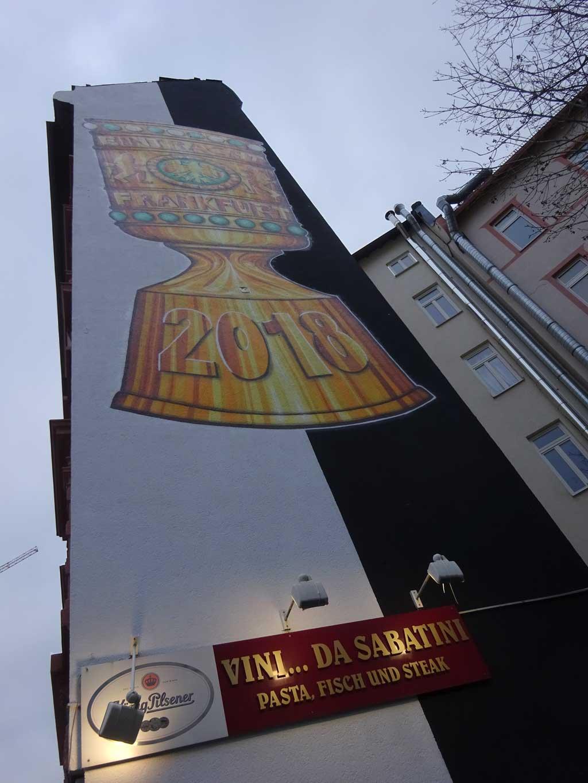 Eintracht Frankfurt Graffitikunst mit dem DFB Pokal