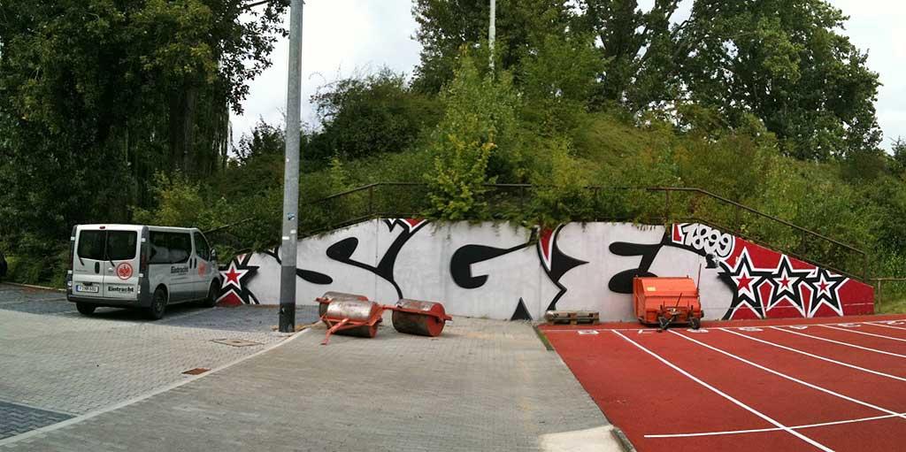 Eintracht Frankfurt Graffitikunst beim Sportplatz am Riederwald
