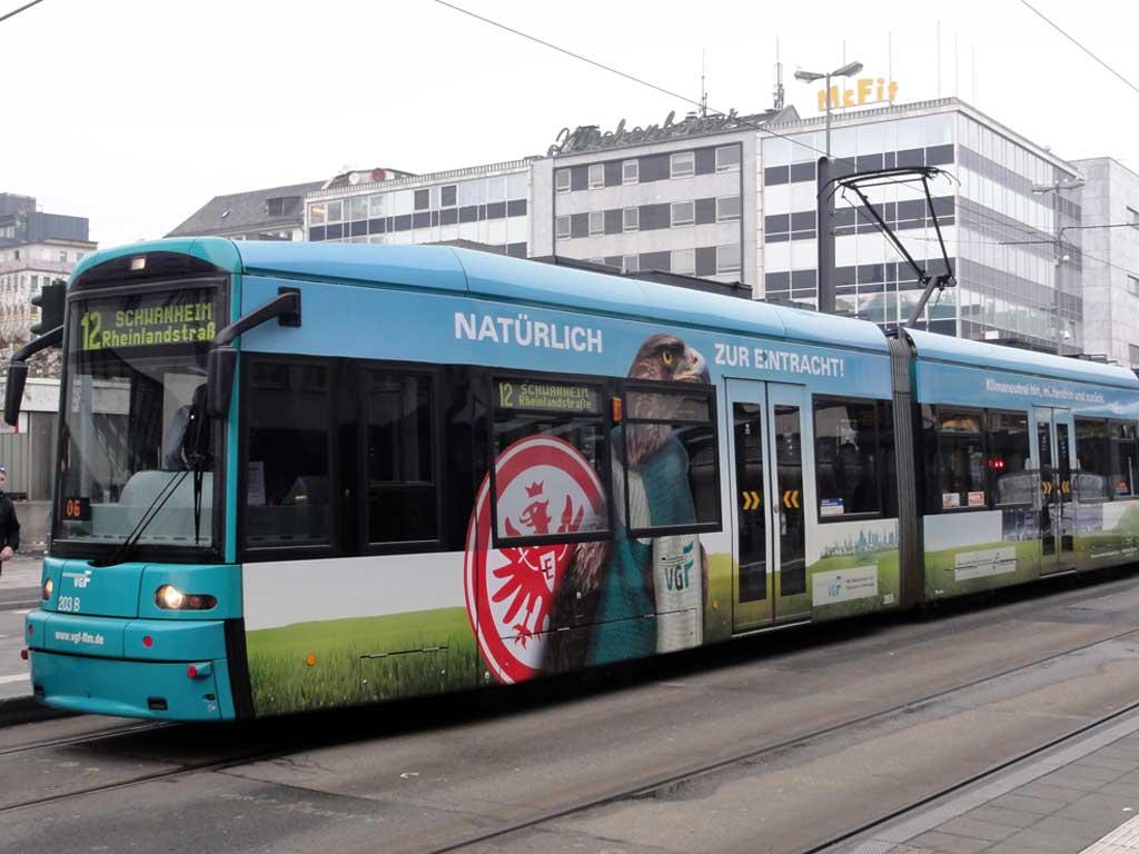Eintracht Frankfurt Straßenbahn der VGF