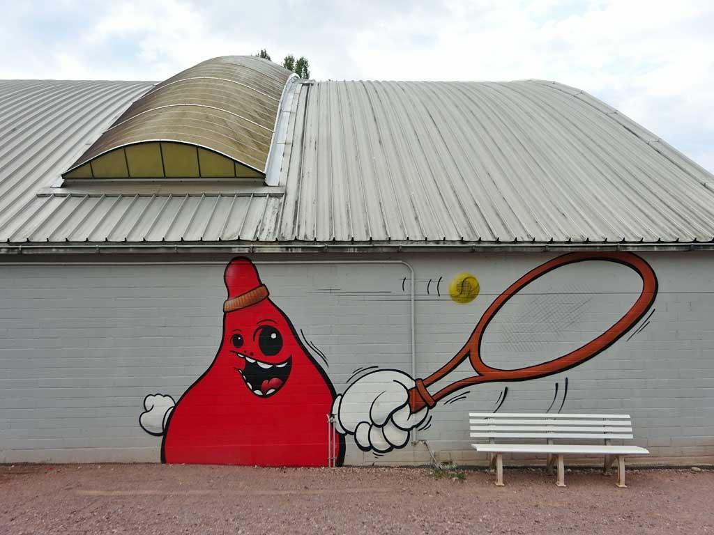 Fassadengestaltung der Tennishalle von Eintracht Frankfurt am Riederwald
