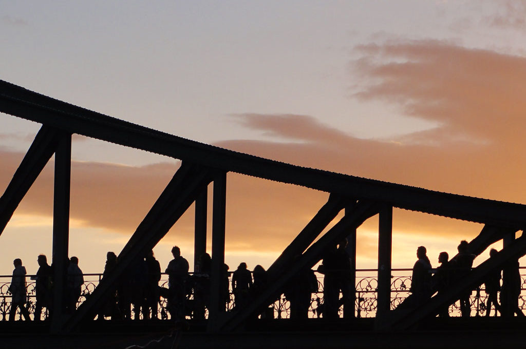 Eiserner Steg in Frankfurt bei Sonnenuntergang