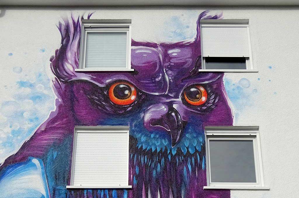 Eule an Hausfassade in Frankfurt
