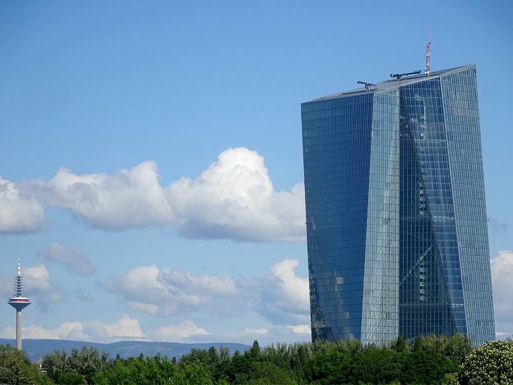 Stadtbilder Frankfurt - Europaturm und EZB-Wolkenkratzer