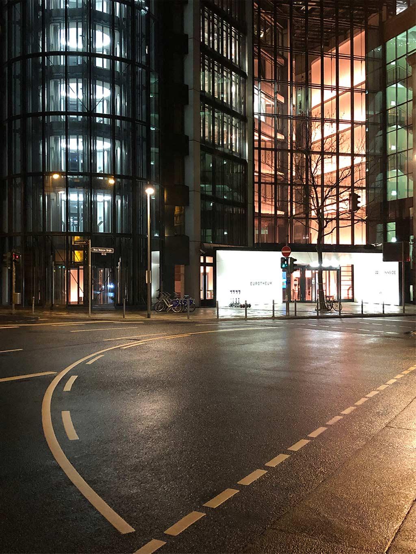 Eurotheum beleuchtet bei Nacht