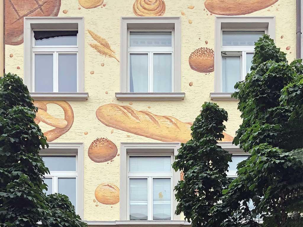 Fassadengestaltung mit Backwaren in Bornheim Mitte
