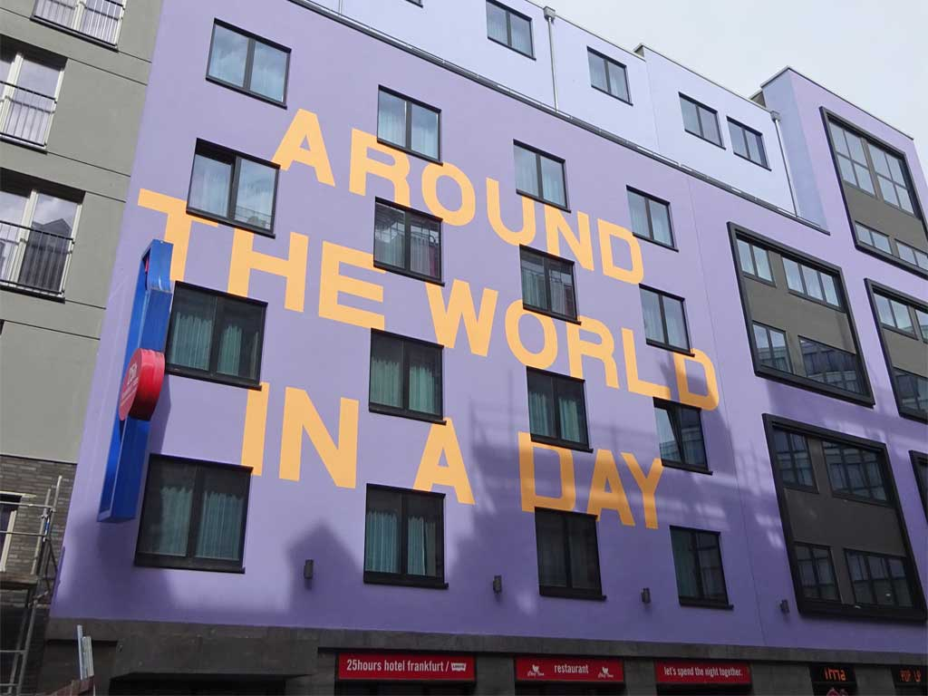 "Haus mit ""Around the world in a day"""