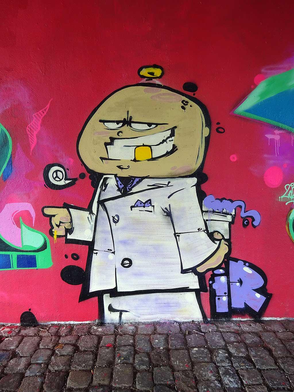 Legales Graffiti an der Friedensbrücke in Frankfurt am Main