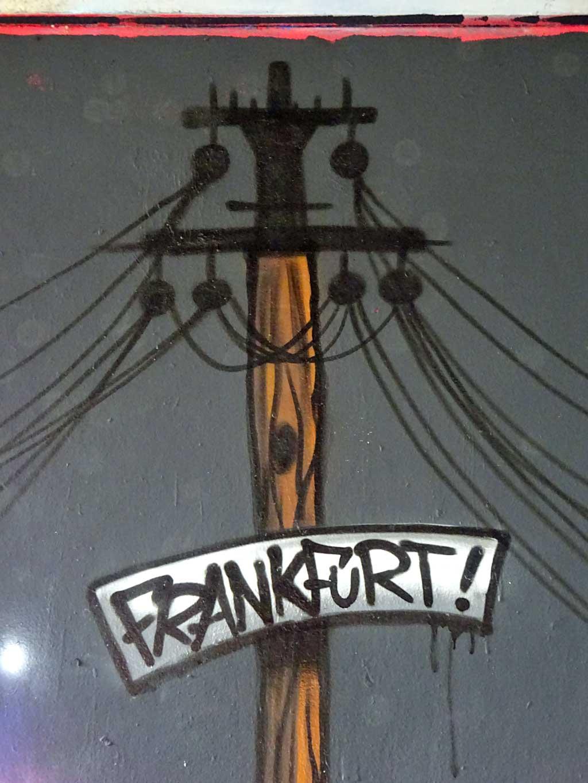Freiluftgalerie Frankfurt an der Friedensbrücke mit Graffiti von Creis und Saife