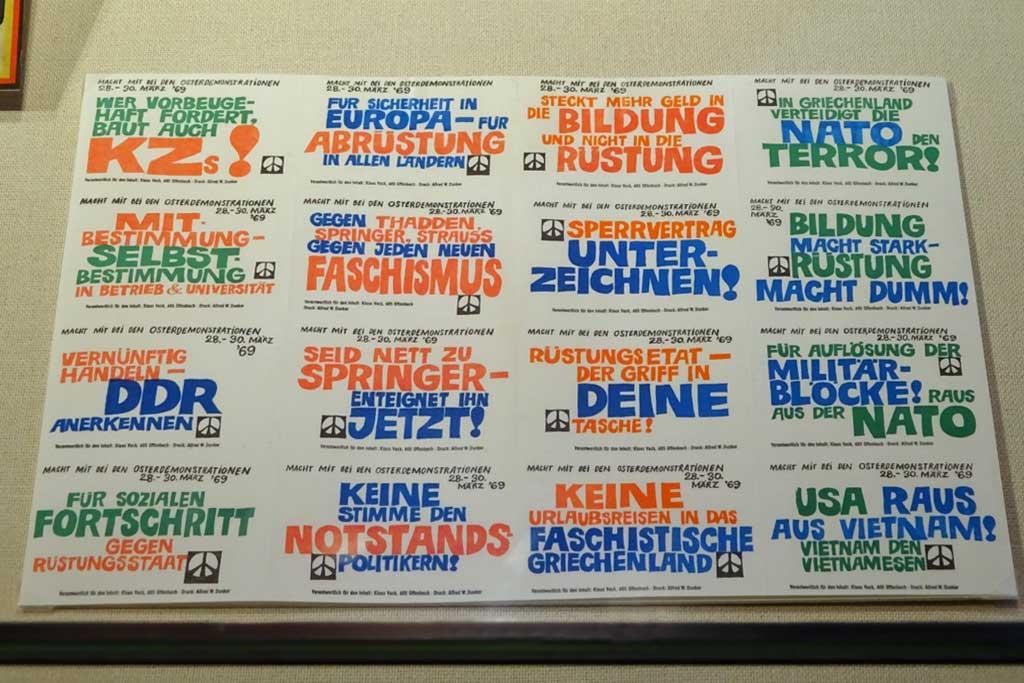 Frankfurt in den 1960er Jahren - Klebezettel Ostermarschbewegung