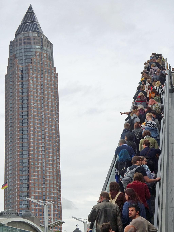 Frankfurter Buchmesse 2019 - Messeturm und lange Rolltreppe