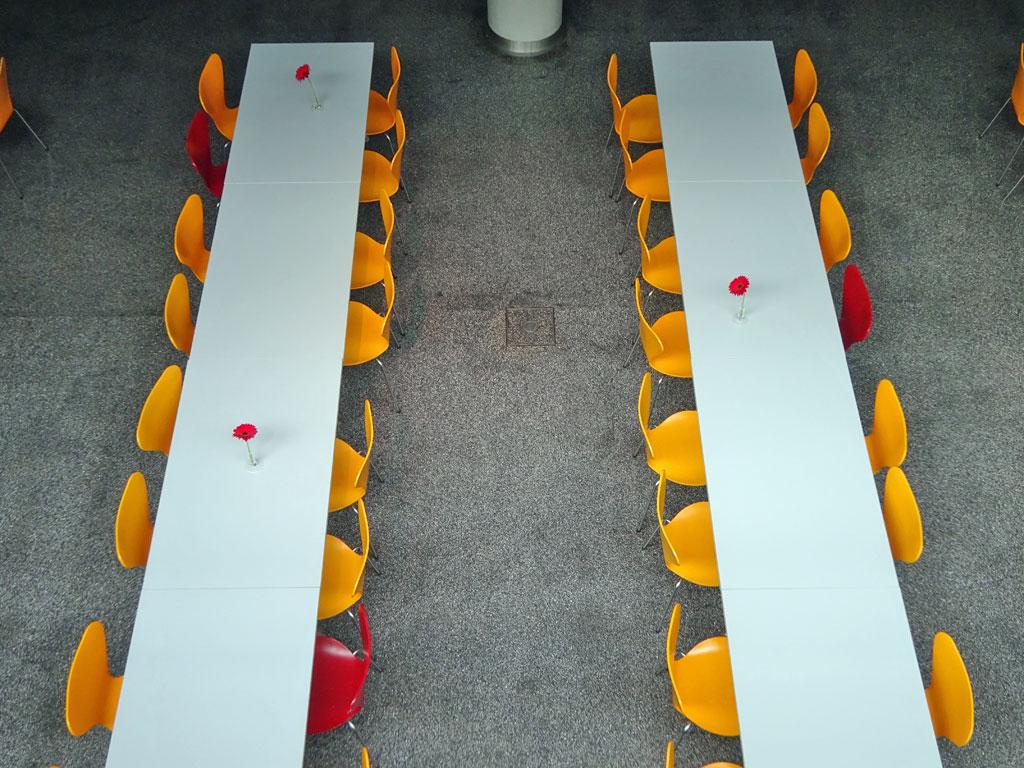 Frankfurter Buchmesse 2019 - Tische und Stühle
