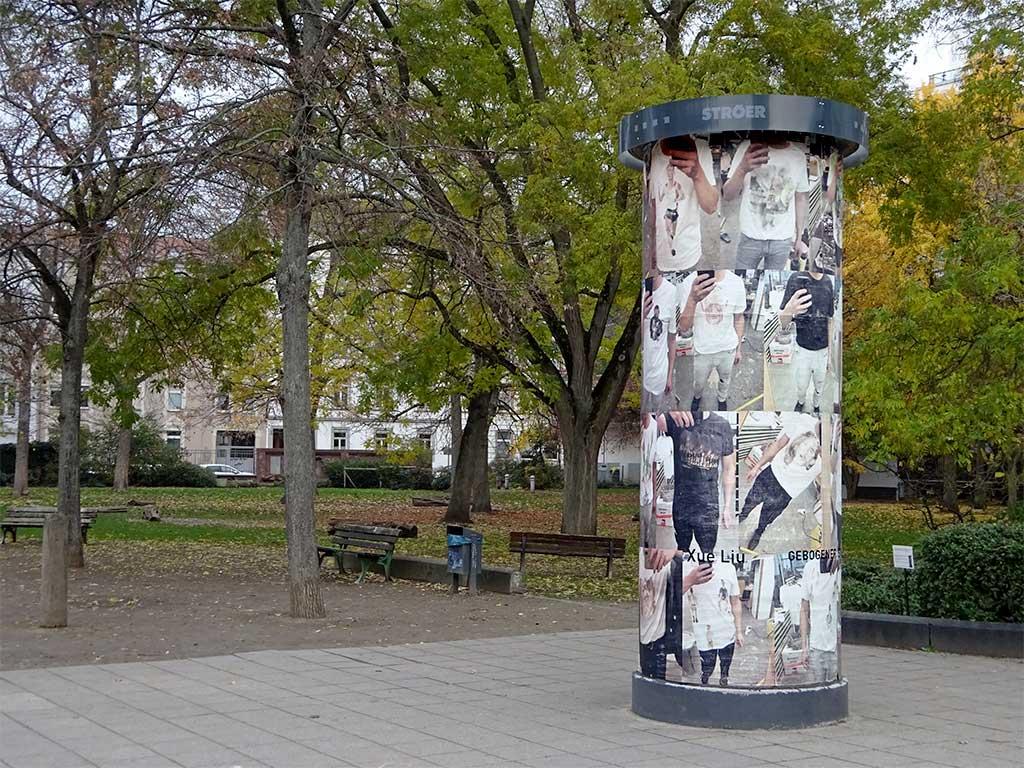 Frankfurter Kunstsäule - Xue Liu - Gebogener Spiegel