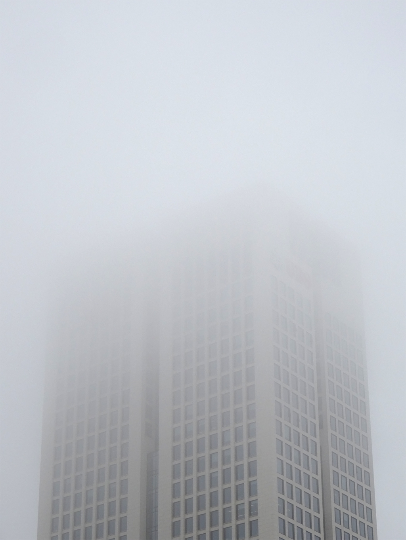 Opernturm im Nebel