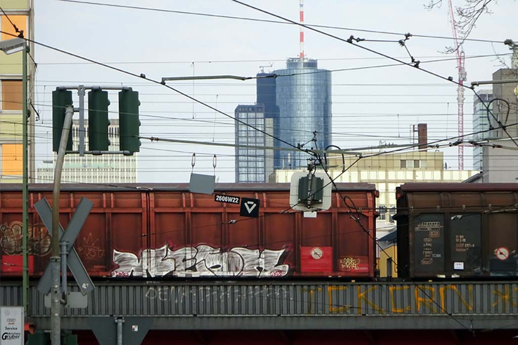 Freight-Trains-Graffiti
