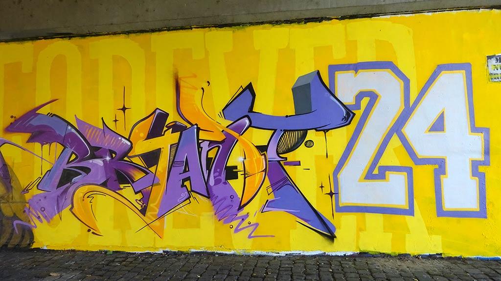 Kobe Bryant Motiv bei der Freiluftgalerie in Frankfurt an der Friedensbrücke