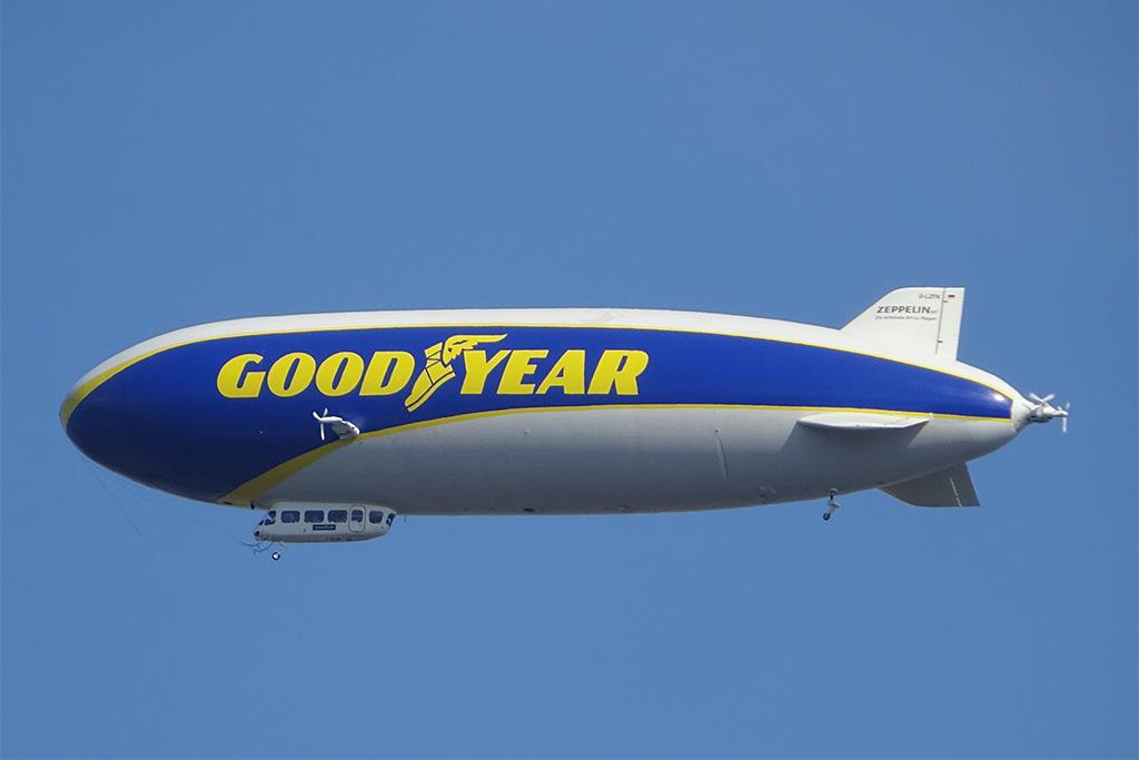 Goodyear Zeppelin fliegt über Frankfurt