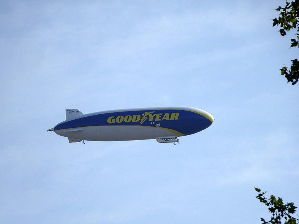 Goodyear-Zeppelin über Frankfurt