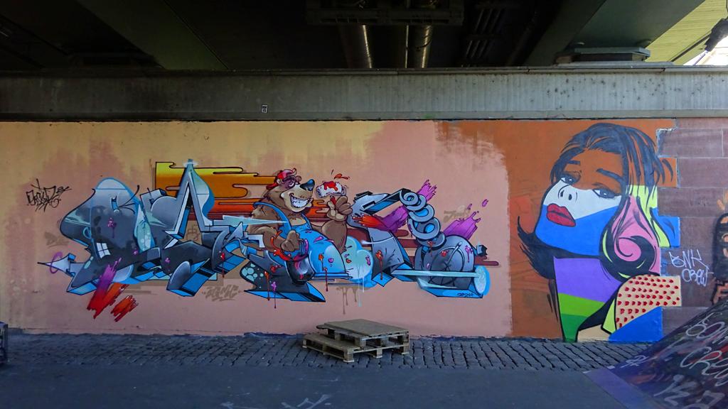 Graffiti-Art an der Friedensbrücke in Frankfurt am Main