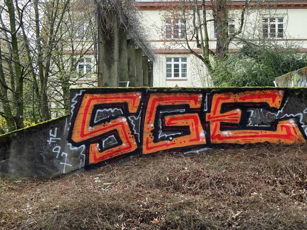 Zuvor nicht fertig gemaltes Graffiti jetzt fertig gestellt
