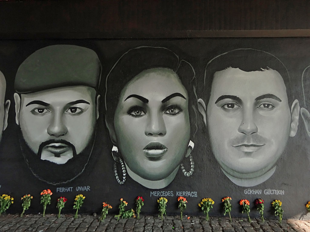 Graffiti an der Friedensbrücke zum Gedenken an die Opfer vom 19. Februar 2020 in Hanau