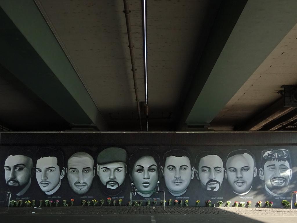 Graffiti an der Friedensbrücke erinnert an die Opfer von Hanau