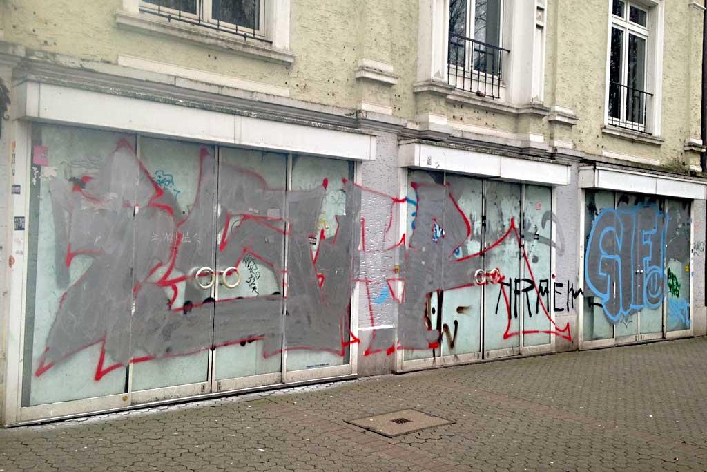 Graffiti in mehreren Anläufen fertig malen