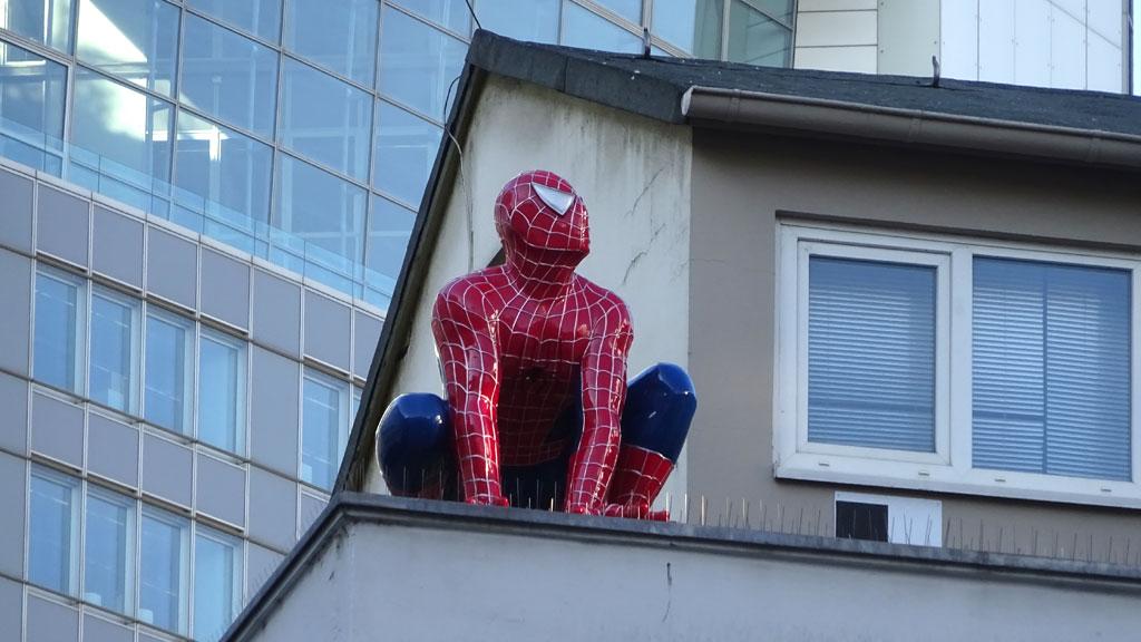 Spiderman-Skulptur in Frankfurt am Main