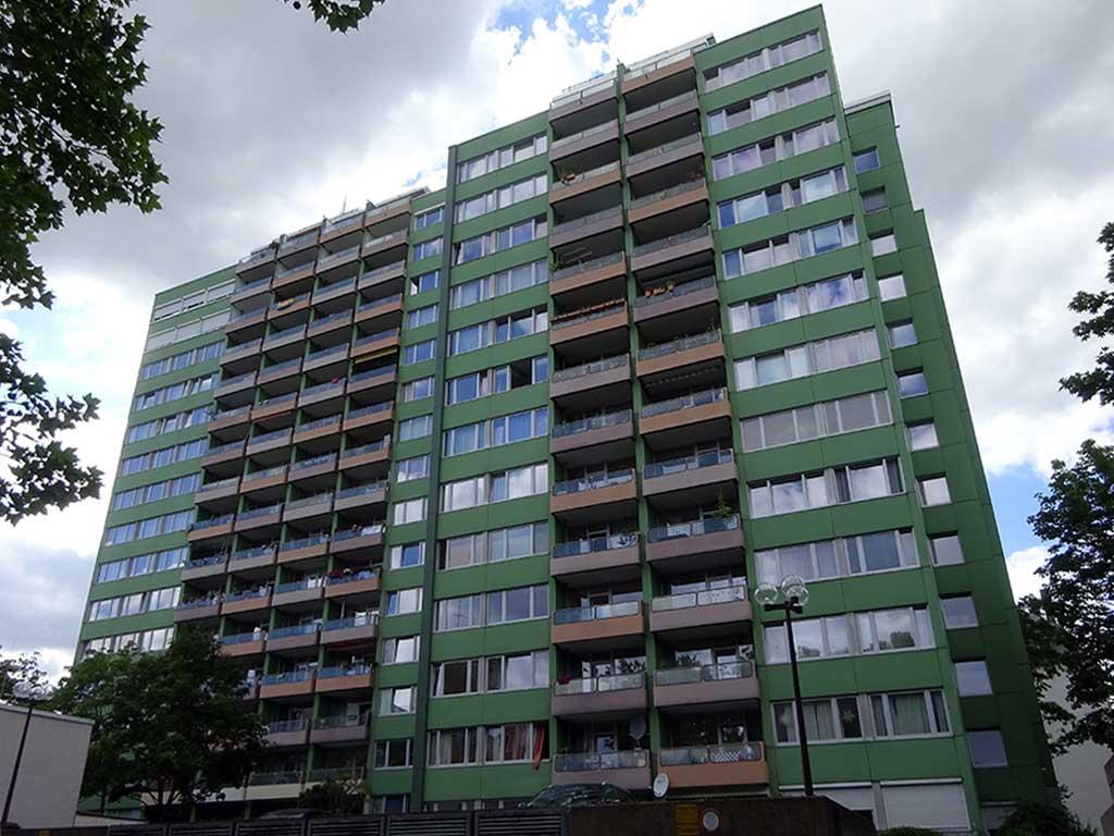 Grünes Wohnhochhaus im Nordend