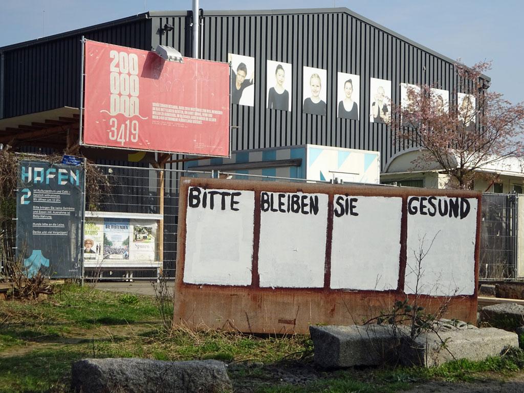 """""""Bitte bleiben Sie gesund"""" beim Hafen 2 in Offenbach"""