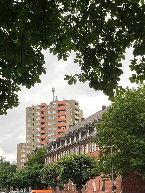Hallgartensiedlung und Wohnhochhaus im Nordend Frankfurts