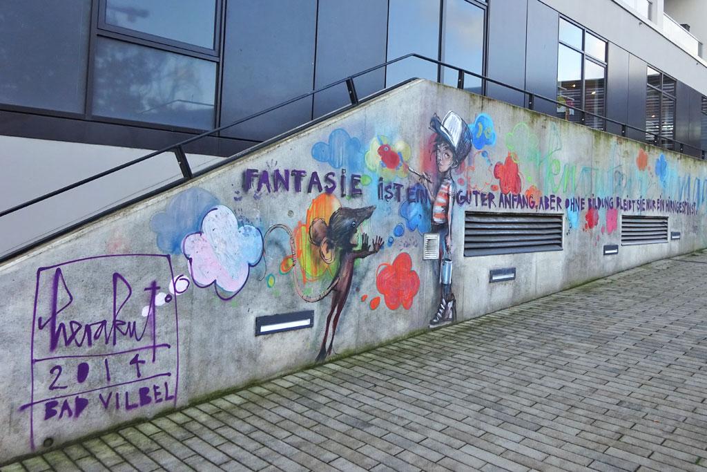 Fantasie ist ein guter Anfang, aber ohne Bildung bleibt sie nur ein Hirngespinst - Streetart von Herakut in Bad Vilbel