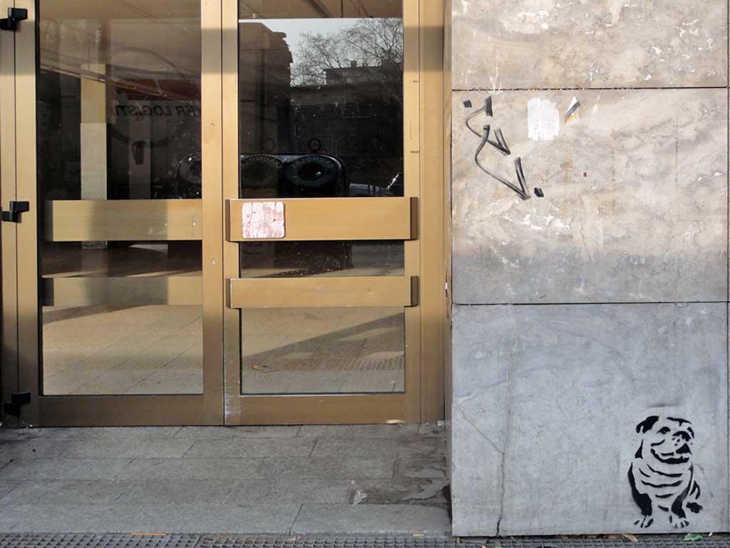 Stencil-Streetart eines Hundes