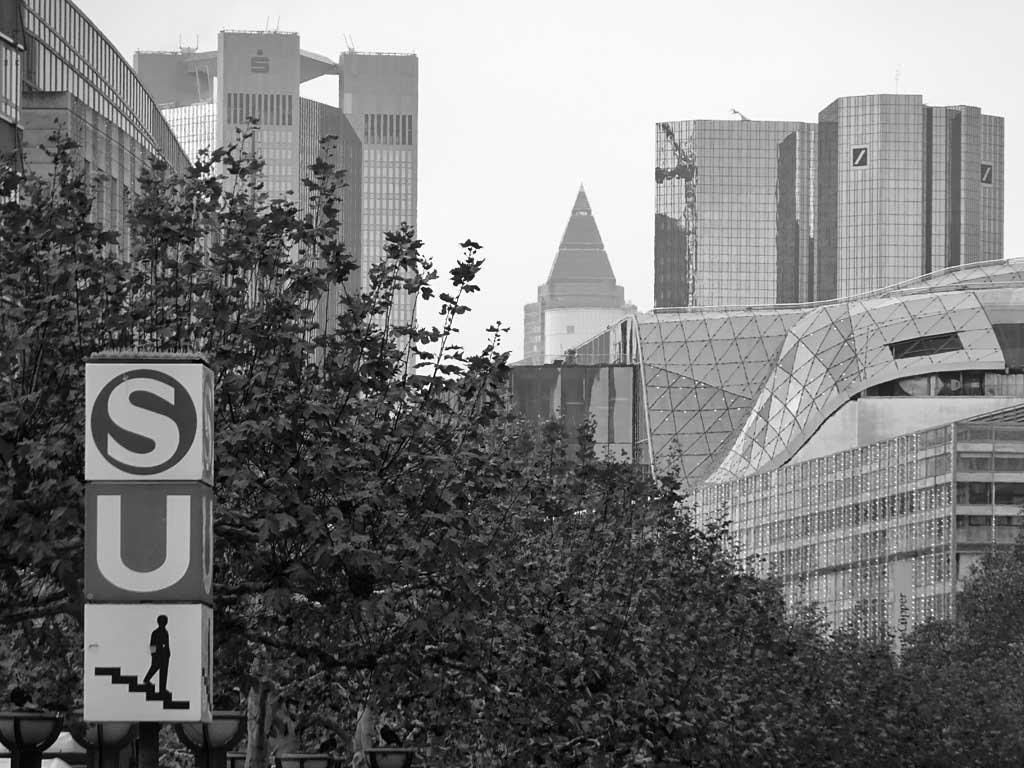 schwarz-weiss-fotografie frankfurt blick über die zeil