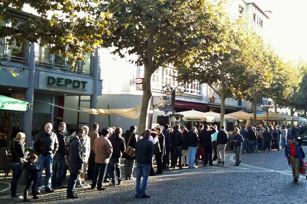 Verkaufsstart des iPhone 4s im Apple Store in Frankfurt am Main