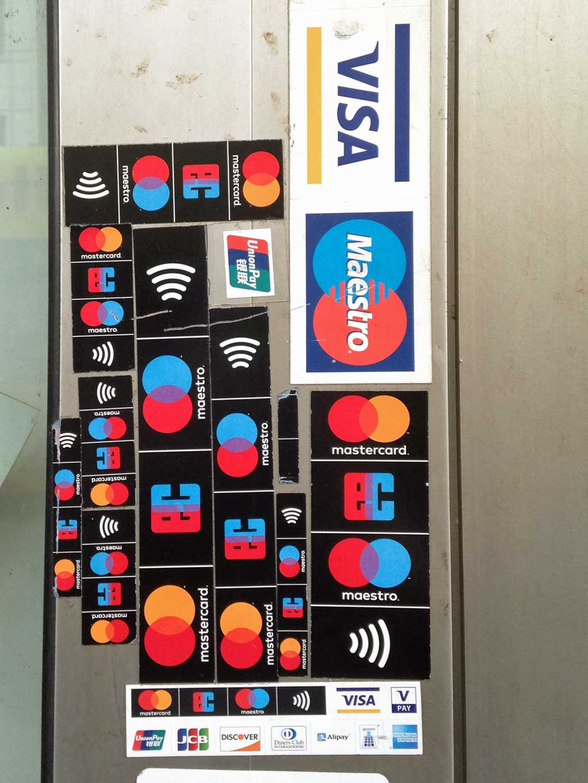 Zahlreiche Hinweise auf Kartenzahlung