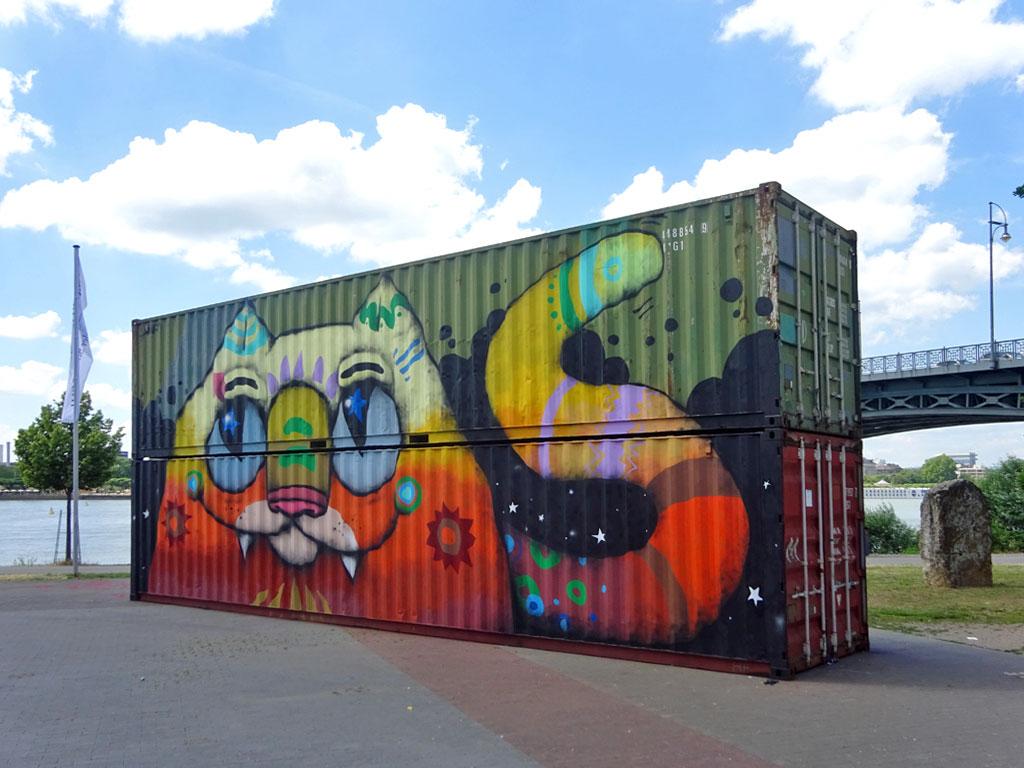Streetart am Kasteler Rheinufer in Wiesbaden - Graffiti einer Katze auf Containern