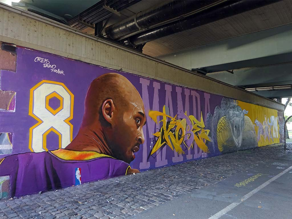 Koby Bryant Mural an der Friedensbrücke in Frankfurt
