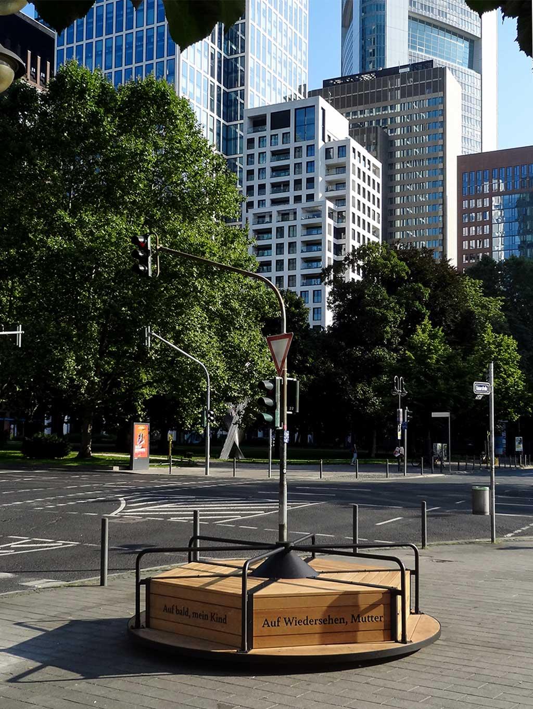 Kunst im öffentlichen Raum: Das Waisen-Karussell