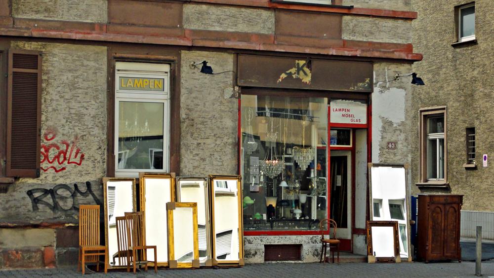 Lampen und Antiquitäten in der Höhenstraße (Frankfurt-Nordend)