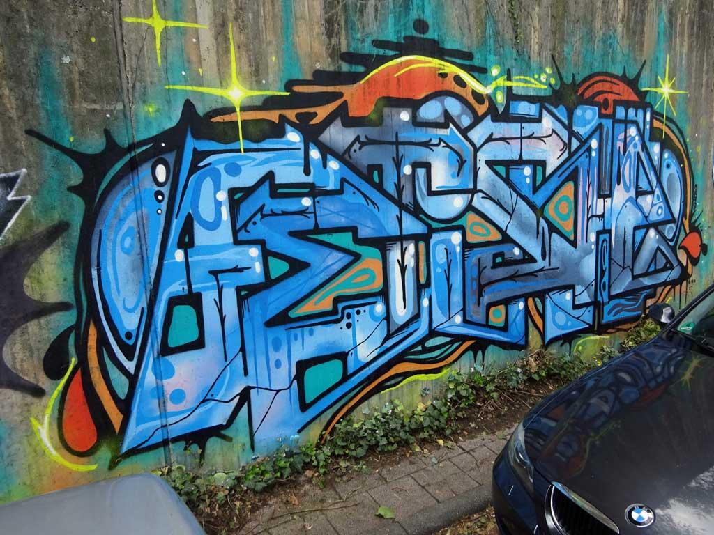 Graffiti-Wandkunst rund um den Bahnhof Langen