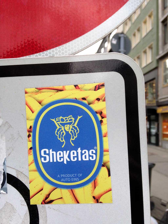 Sticker-Art mit Logo-Abwandlungen: Aus CHIQUITA wird SHEKETAS